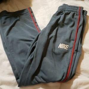 Boys 6 Nike track pants🌶